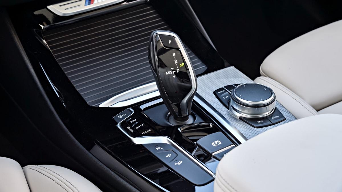Schalthebel eines Automatikmodels BMW x3 von 2017