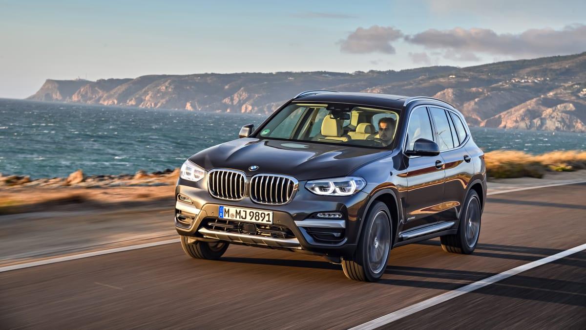 fahrendes BMW X3 Model von 2017