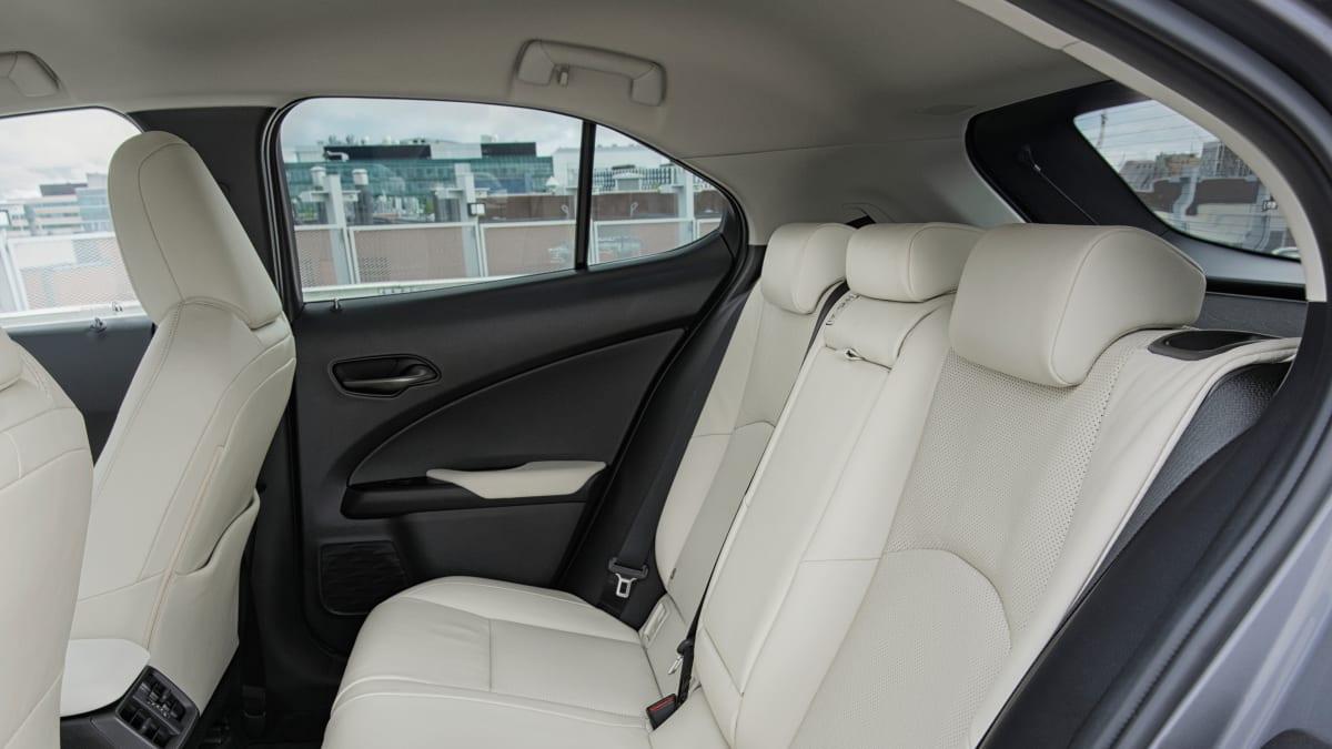 Rueckbank eines Lexus UX