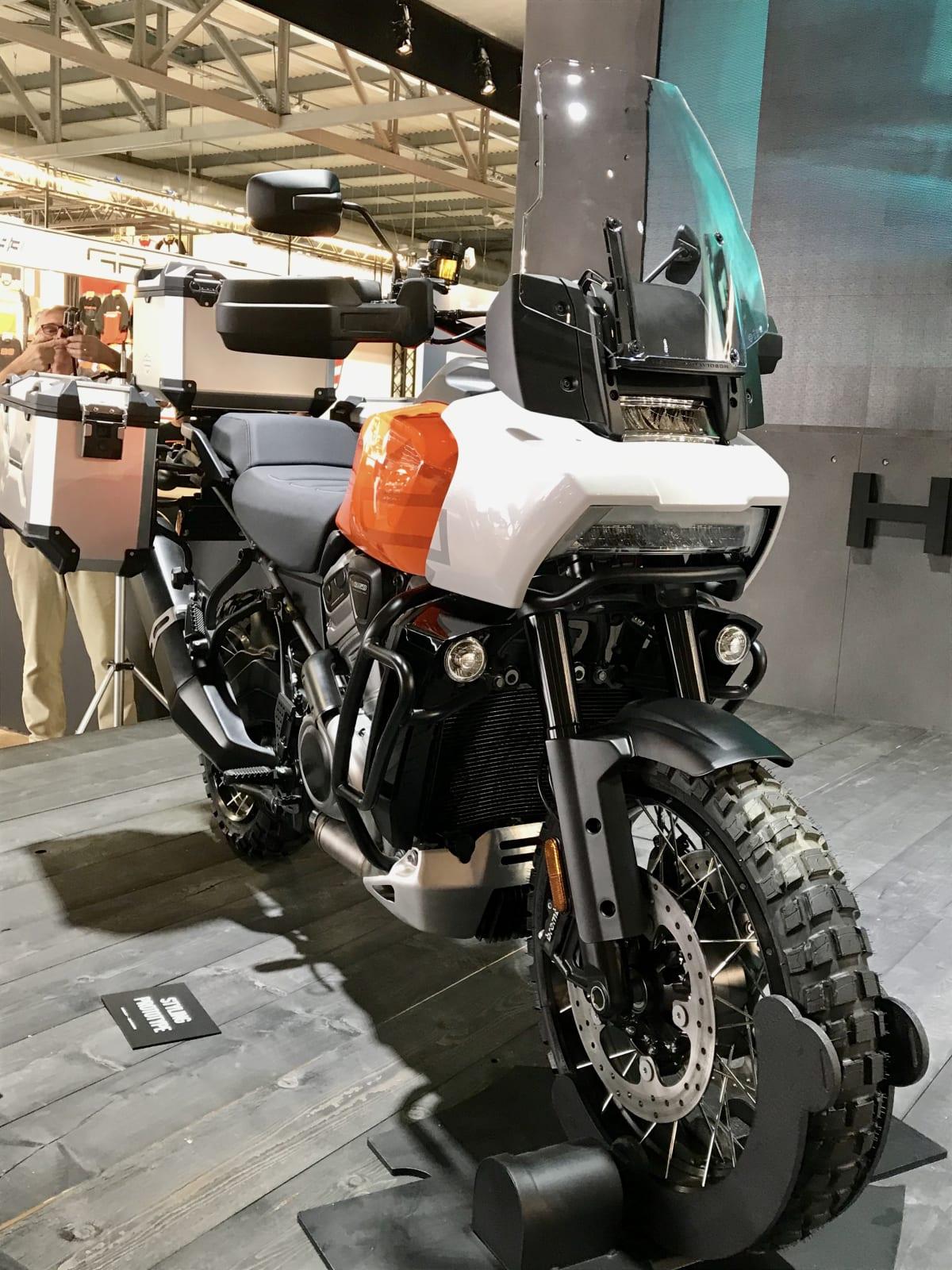 Harley Davidson Pan America auf einer Messe