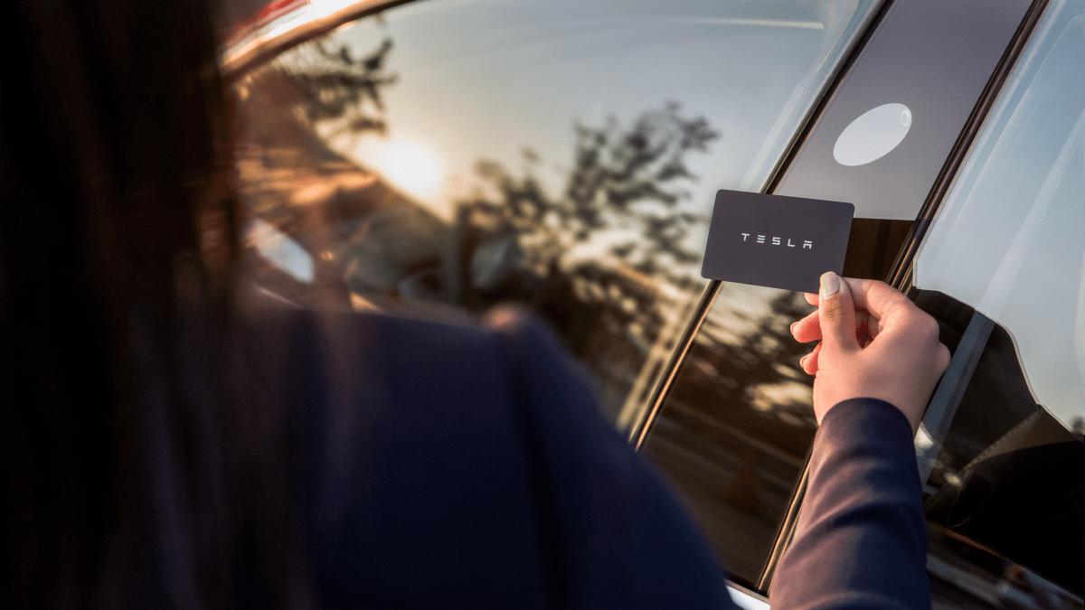 Tesla Model 3 wird mit Keycard geöffnet