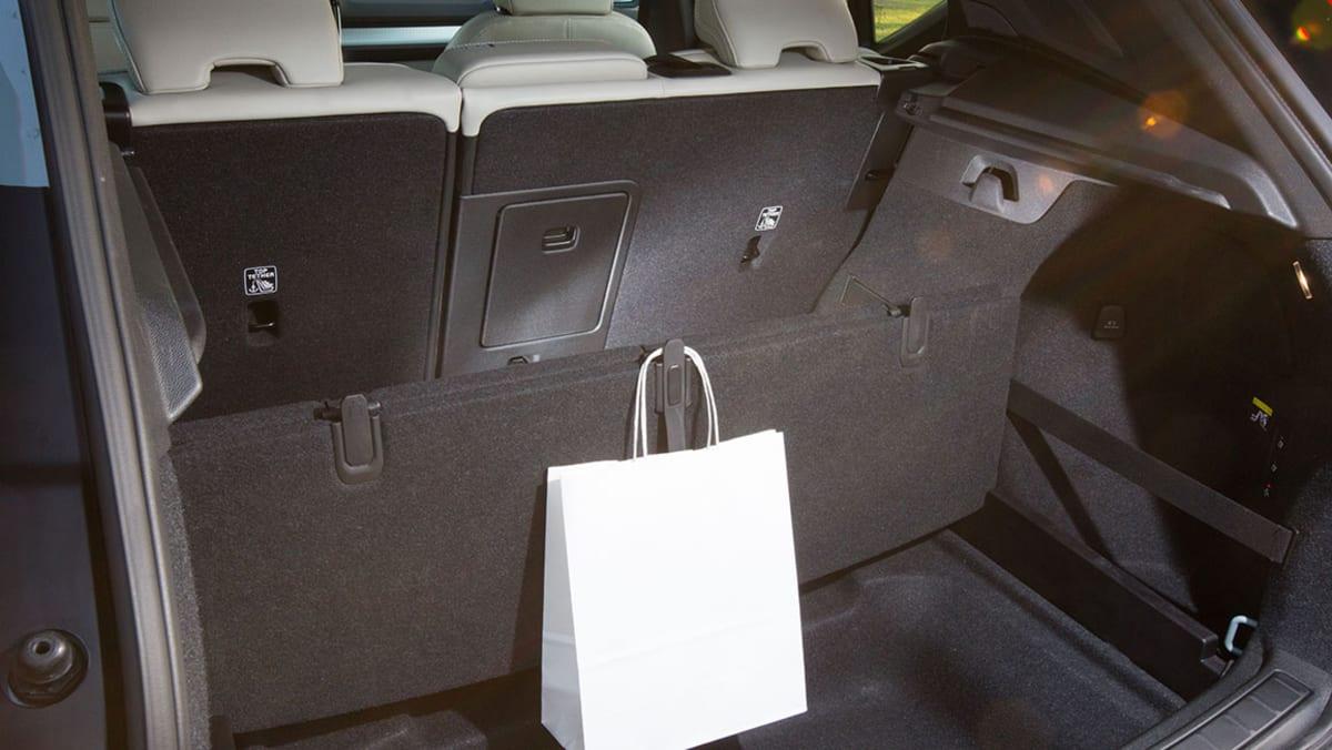 Kofferraum eines schwarzen Volvo xc40
