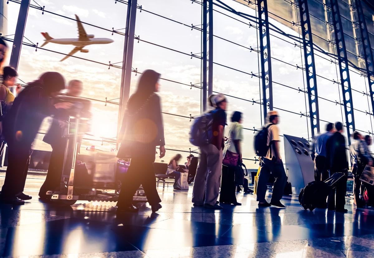Passagiere warten auf Flug