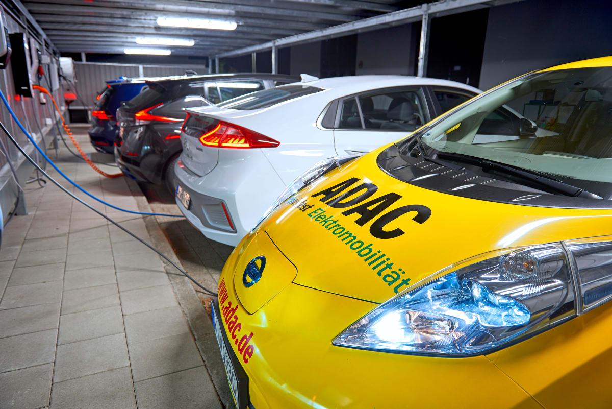 Elektroautos werden geladen
