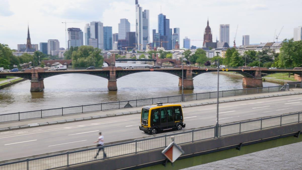 autonomer Taxibus in der Stadt