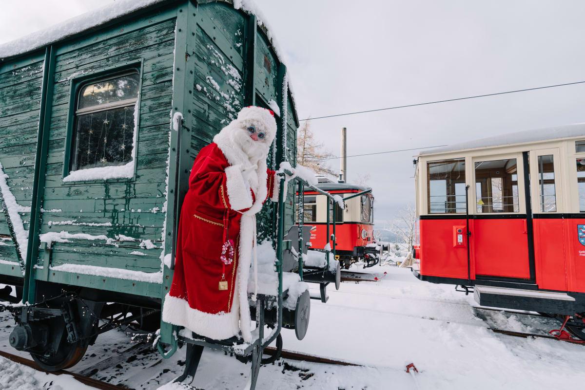 Weihnachtsmann bei der Schwarzatalbahn im Thüringer Wald