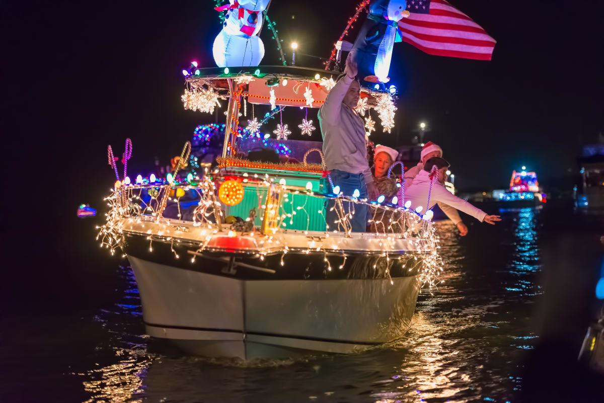 Bunte Bootsparade in Florida mit Santa Claus am Ruder