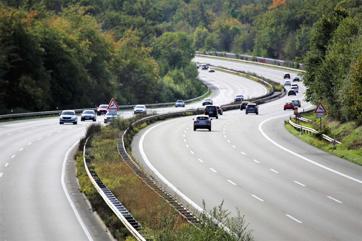 leere Autobahn in Deutschland