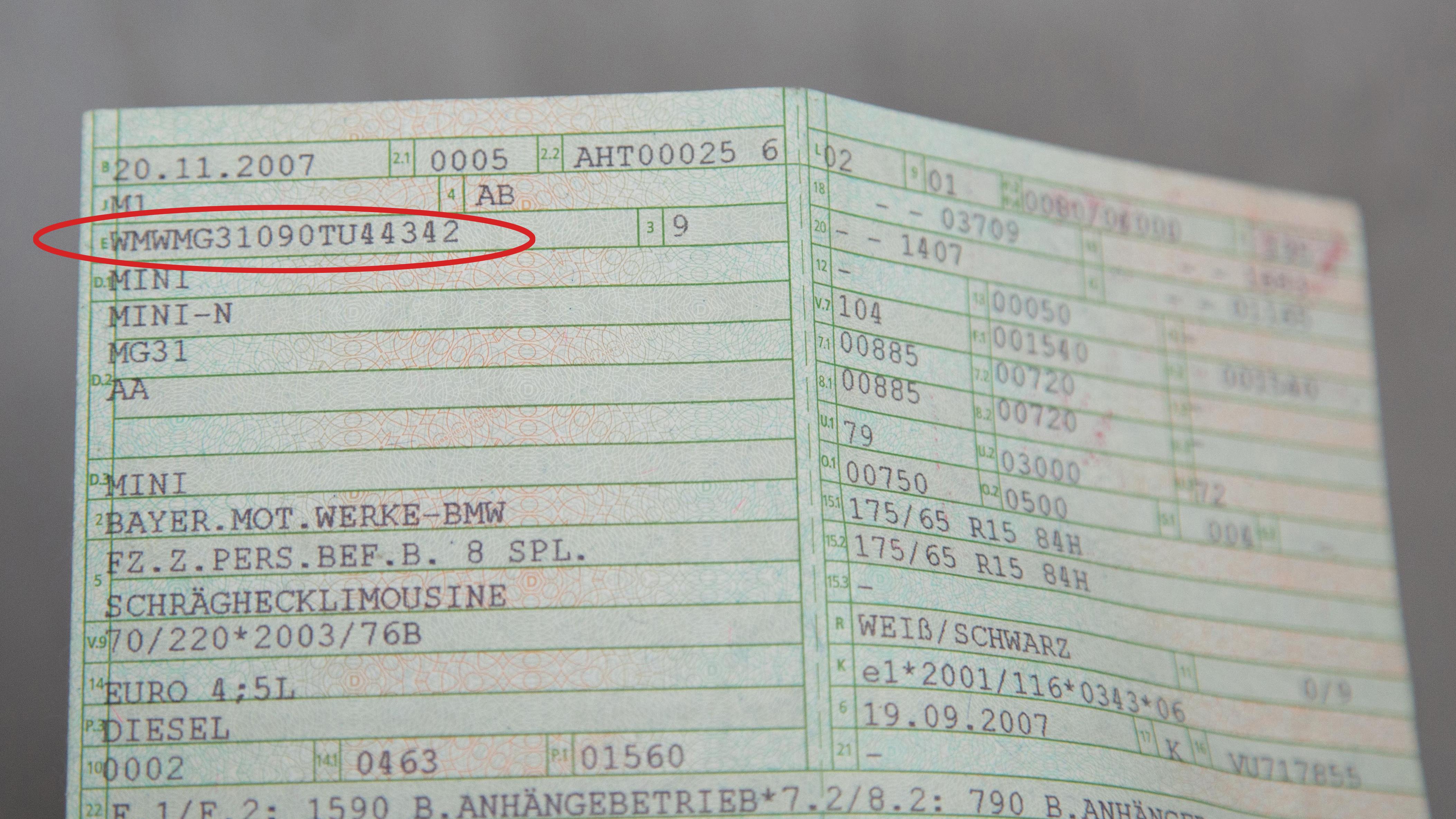 Finde fahrgestellnummer wo ich die Fahrzeugidentifikationsnummer: FIN