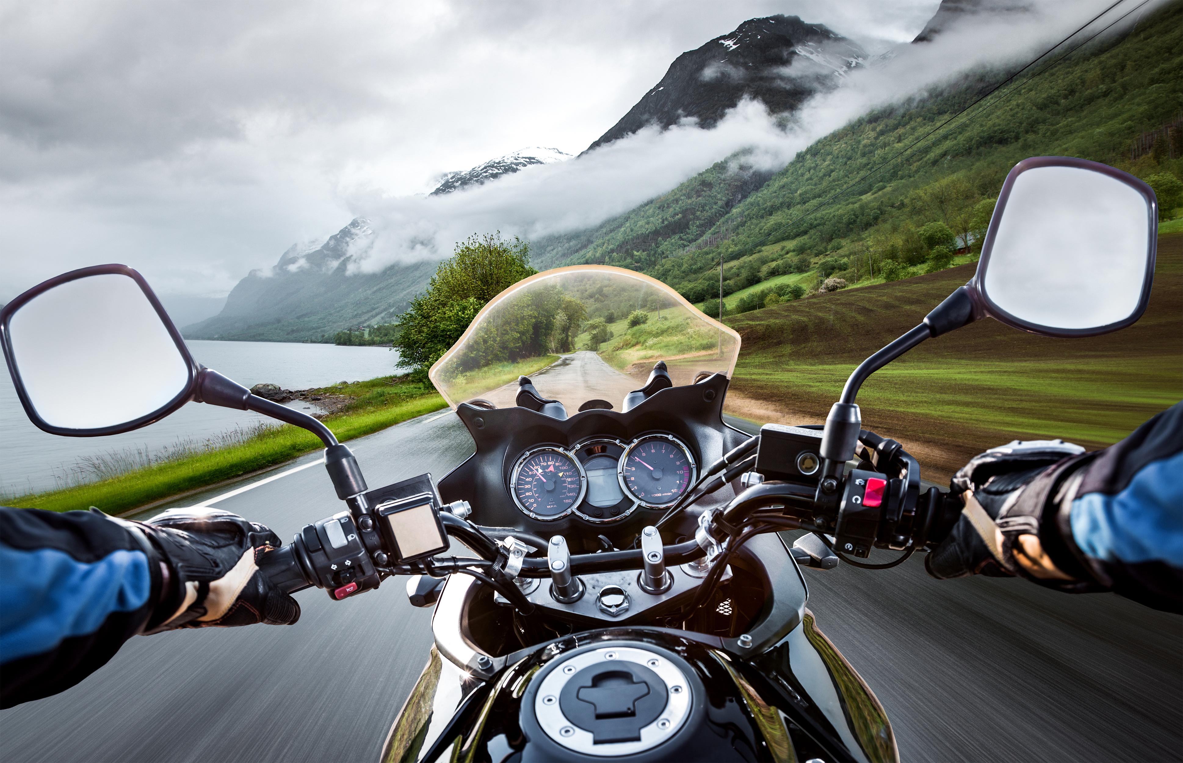 Richtig bremsen mit dem Motorrad   ADAC